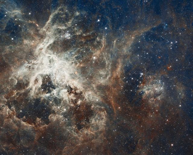 tarantula nebula,ngc 2070,starburst region